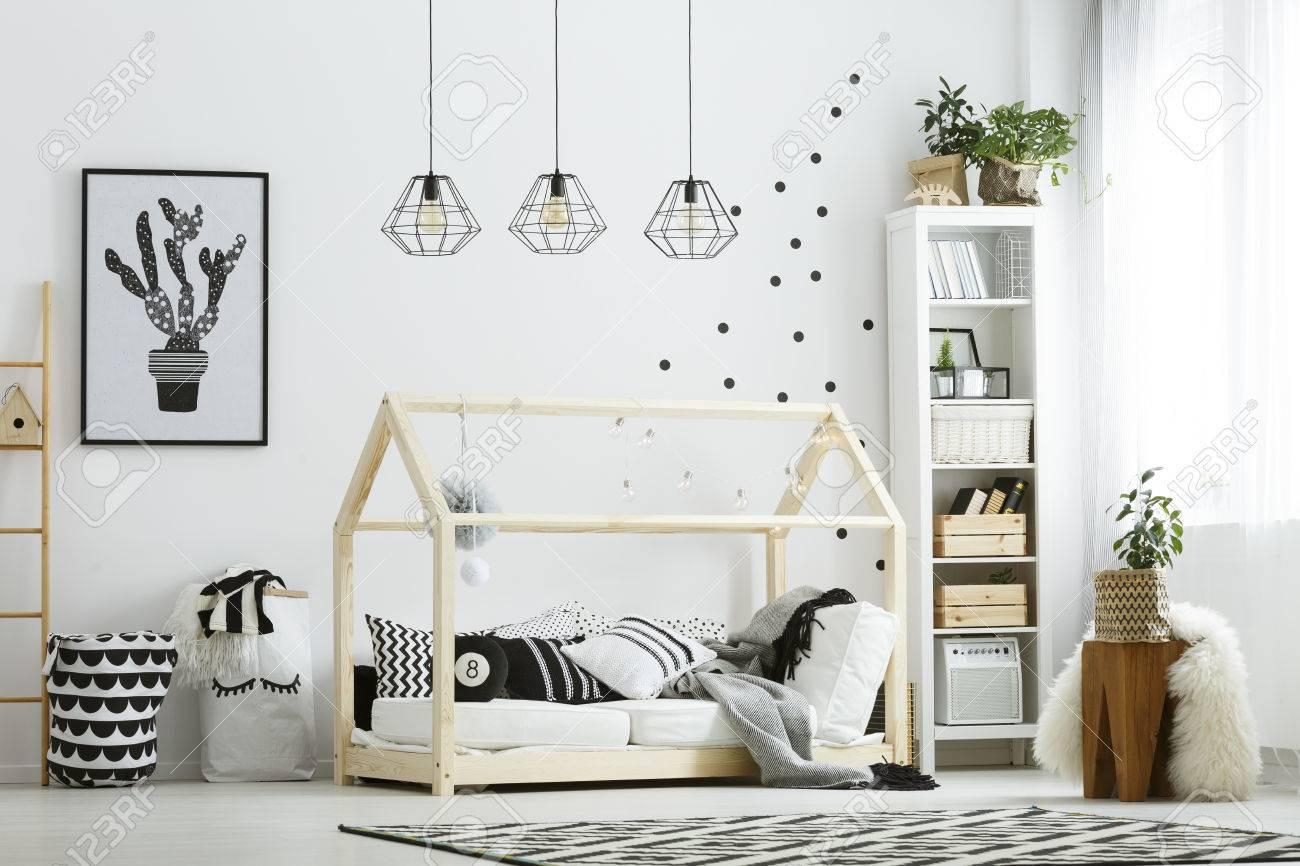 Full Size of Schlafzimmer Teppich Baby In Wei Mit Bett Landhaus Sessel überbau Wiemann Weiß Wandtattoos Kronleuchter Regal Komplett Günstig Schrank Tapeten Stuhl Schlafzimmer Schlafzimmer Teppich