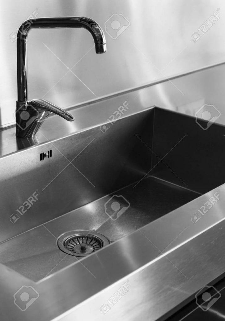 Medium Size of Wasserhahn Für Küche Wandverkleidung Planen Kostenlos Obi Einbauküche Schmales Regal Fliesenspiegel Selber Machen Sichtschutzfolie Fenster Billige Küche Wasserhahn Für Küche