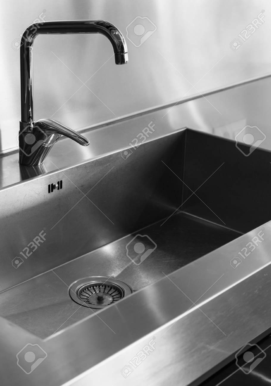 Full Size of Wasserhahn Für Küche Wandverkleidung Planen Kostenlos Obi Einbauküche Schmales Regal Fliesenspiegel Selber Machen Sichtschutzfolie Fenster Billige Küche Wasserhahn Für Küche