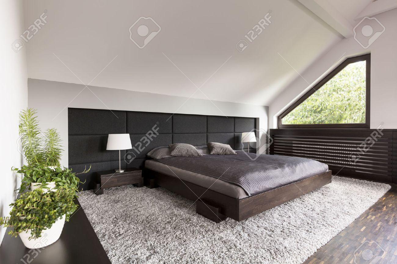 Full Size of Teppich Schlafzimmer Helle Und Gerumige Mit Einem Groen Japanischen Bett Sitzbank Komplette Kronleuchter Gardinen Für Regal Komplettangebote Landhaus Schlafzimmer Teppich Schlafzimmer