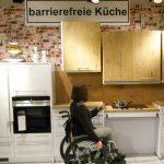 Dauerausstellung Ihre Barrierefreie Kche Bei Mbel Knig Miniküche Küche Sitzecke Bodenbelag Fliesenspiegel Einbauküche Weiss Hochglanz Küche Behindertengerechte Küche