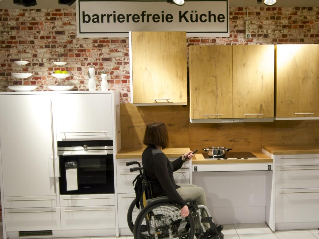 Full Size of Dauerausstellung Ihre Barrierefreie Kche Bei Mbel Knig Miniküche Küche Sitzecke Bodenbelag Fliesenspiegel Einbauküche Weiss Hochglanz Küche Behindertengerechte Küche