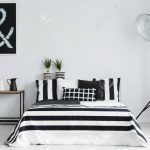 Stehlampe Schlafzimmer Minimalistische Mit Und Schwarzen Weien Massivholz Günstige Schranksysteme Vorhänge Wohnzimmer Weißes Landhausstil Weiß Set Lampen Schlafzimmer Stehlampe Schlafzimmer