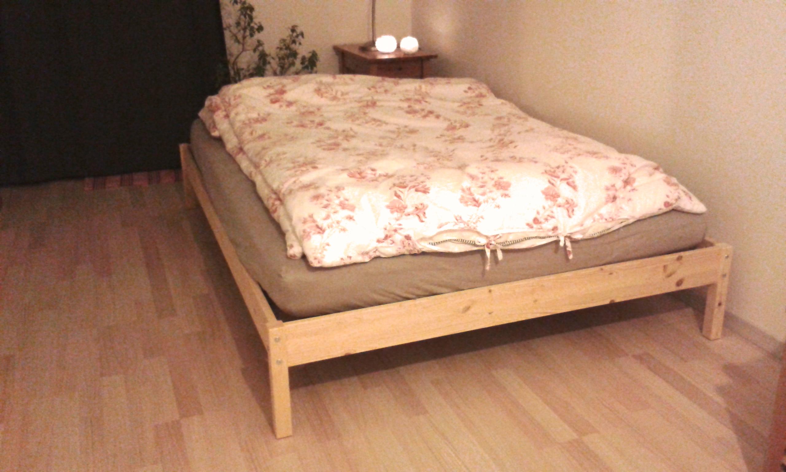 Full Size of Einfaches Bett Fertiges Ikea Futon Tarva Hack In 5 Min Kann Man Aus Dem Minimalistisch Kinder Amazon Betten Somnus Holz Sonoma Eiche 140x200 Weiße Für Bett Einfaches Bett