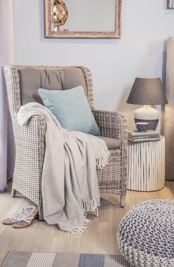 Full Size of Der Stuhl Im Schlafzimmer Ist Bequeme Ruhe Oase Oder Stilvolle Landhausstil Komplettes Stehlampe Schrank Sessel Deckenleuchten Set Weiß Teppich Regal Schlafzimmer Schlafzimmer Stuhl