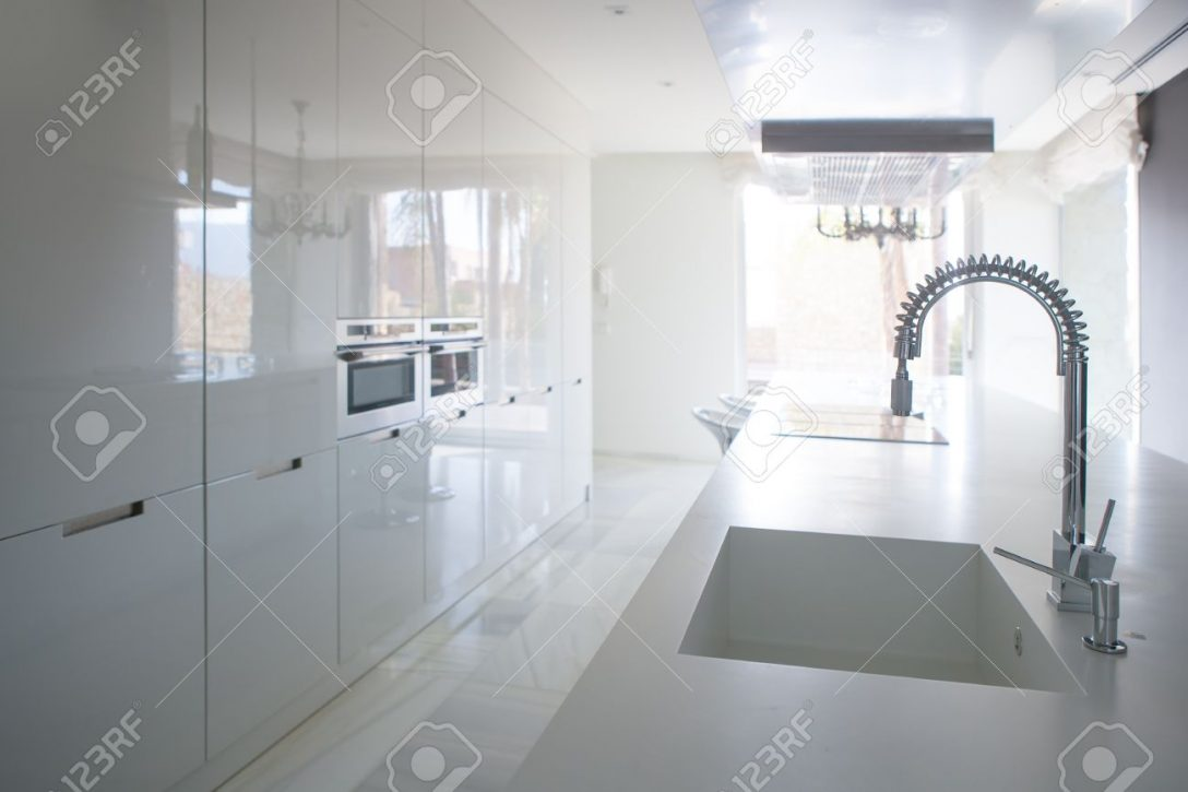 Large Size of Modern White Kitchen Perspective With Integrated Bench Küche Sitzbank Küche