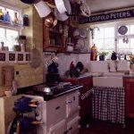 White Aga Im Cottage Kche Mit Check Vorhang Unter Waschbecken Küche Landhaus Doppelblock Ohne Elektrogeräte Scheibengardinen Doppel Mülleimer Salamander U Küche Vorhang Küche