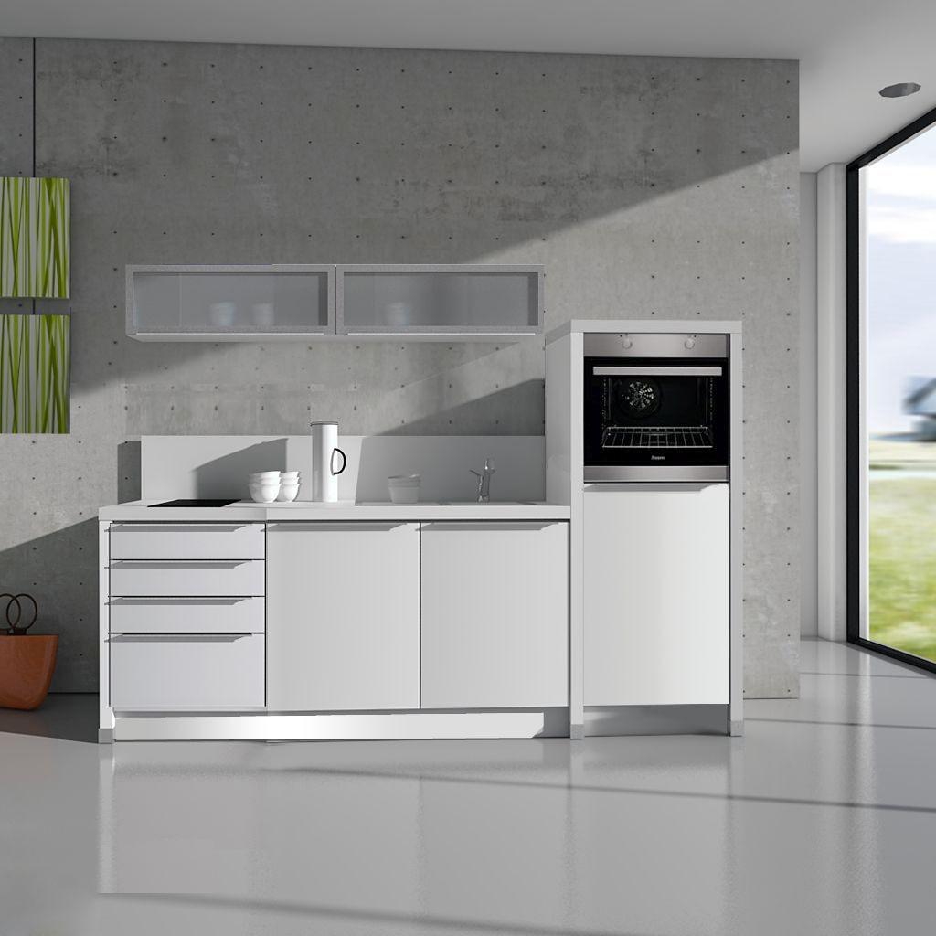 Full Size of In Der Büroküche Steht Eine Kollegin Afa Büro Küche Büro Küche Verschließbar Büro Küchenzeile Küche Büroküche