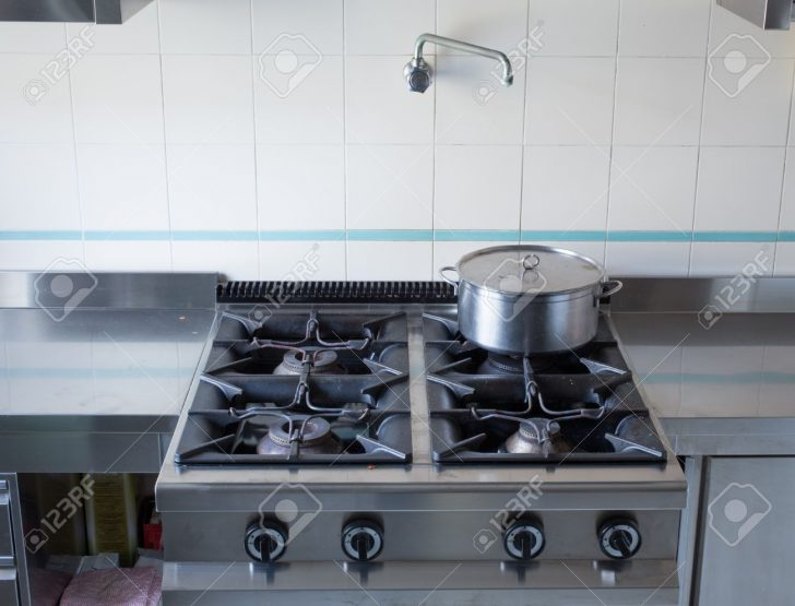 Medium Size of Pot Over The Stove's Gas Stainless Steel Industrial Kitchen Küche Industrie Küche
