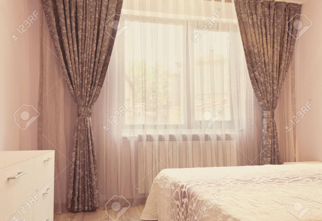 Full Size of Gardinen Schlafzimmer Lange Dunkle Luxusvorhnge Und Tllvorhnge Romantische Komplettangebote Teppich Set Mit Matratze Lattenrost Stehlampe Sitzbank Landhausstil Schlafzimmer Gardinen Schlafzimmer