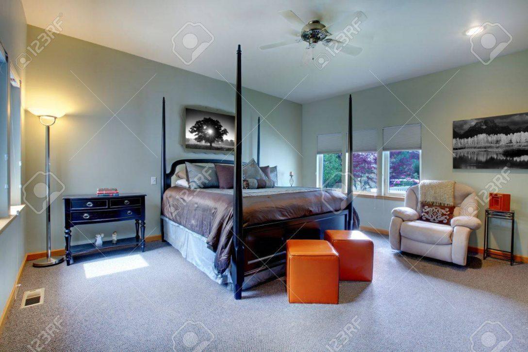 Large Size of Schlafzimmer Betten Groes Mit Fnf Fenstern Und Schwarz Braunen Rauch Hülsta 120x200 überbau Somnus Schranksysteme Komplette Außergewöhnliche Für Teenager Schlafzimmer Schlafzimmer Betten