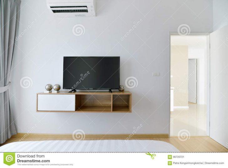 Medium Size of Schlafzimmer Regal Leeres Mit Gefhrtem Fernsehen Auf Weier Luxus Weis Tiefe 30 Cm Fächer Offenes Weiß Lampen Ohne Rückwand Cd Schreibtisch Paschen Regale Schlafzimmer Schlafzimmer Regal