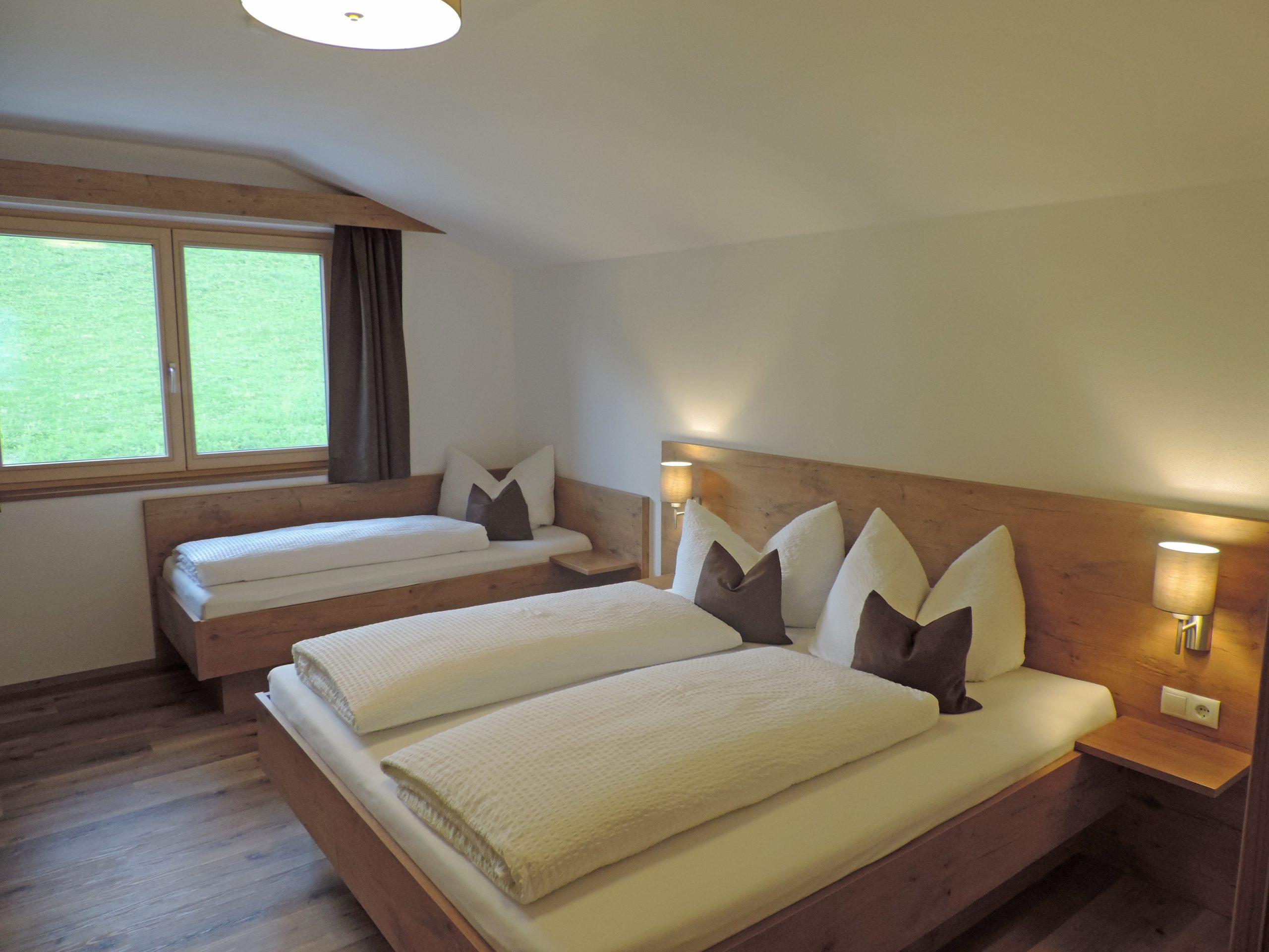 Full Size of Apart Das Romantische Ritzerhof Apartments Schlafzimmer Kommode Weiß Landhausstil Günstige Komplett Kronleuchter Schrank Nolte Set Mit Matratze Und Schlafzimmer Romantische Schlafzimmer