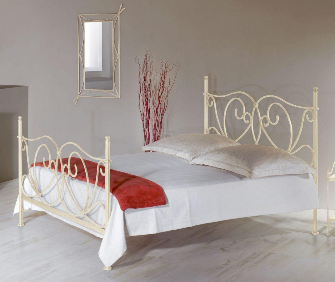 Large Size of Bett Weiß 140x200 Romantisches Metallbett In Wei Cm San Pedro Altes Bambus Mädchen Betten 160x200 Mit Lattenrost Und Matratze 120x200 Günstige Holz Meise Bett Bett Weiß 140x200