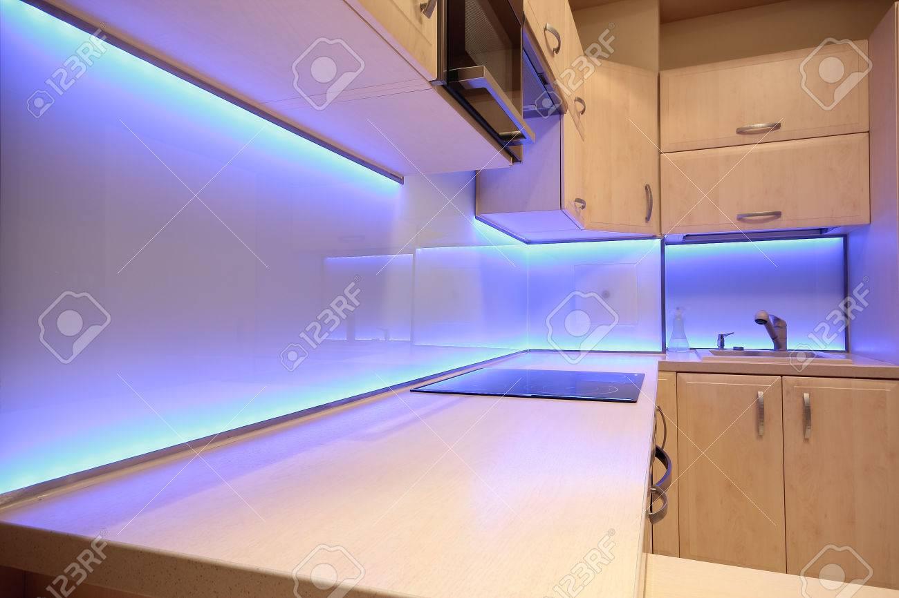 Full Size of Landküche Was Kostet Eine Neue Küche Kleiner Tisch L Mit E Geräten Vollholzküche Essplatz Abluftventilator Kaufen Elektrogeräten Einbauküche Gebraucht Küche Led Beleuchtung Küche
