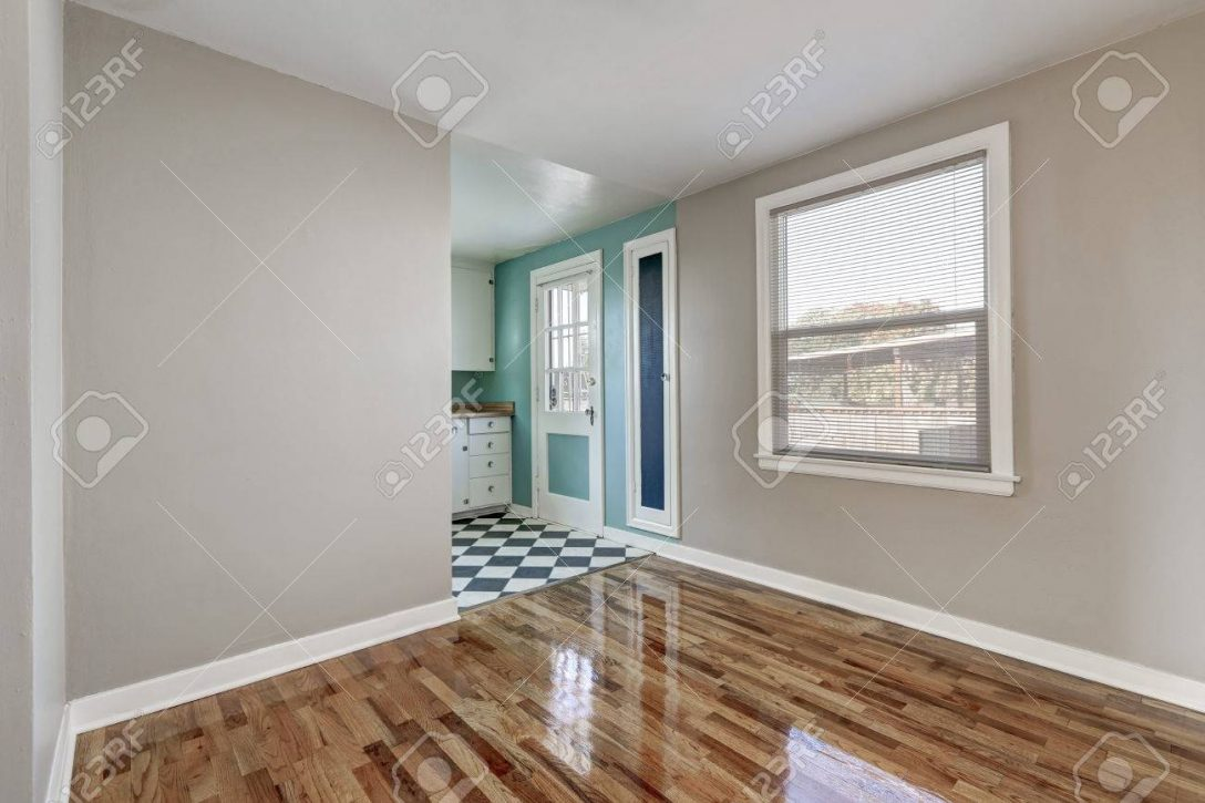 Large Size of Empty Beige Room With Hardwood Floor In Old Empty House Küche Küche Mintgrün