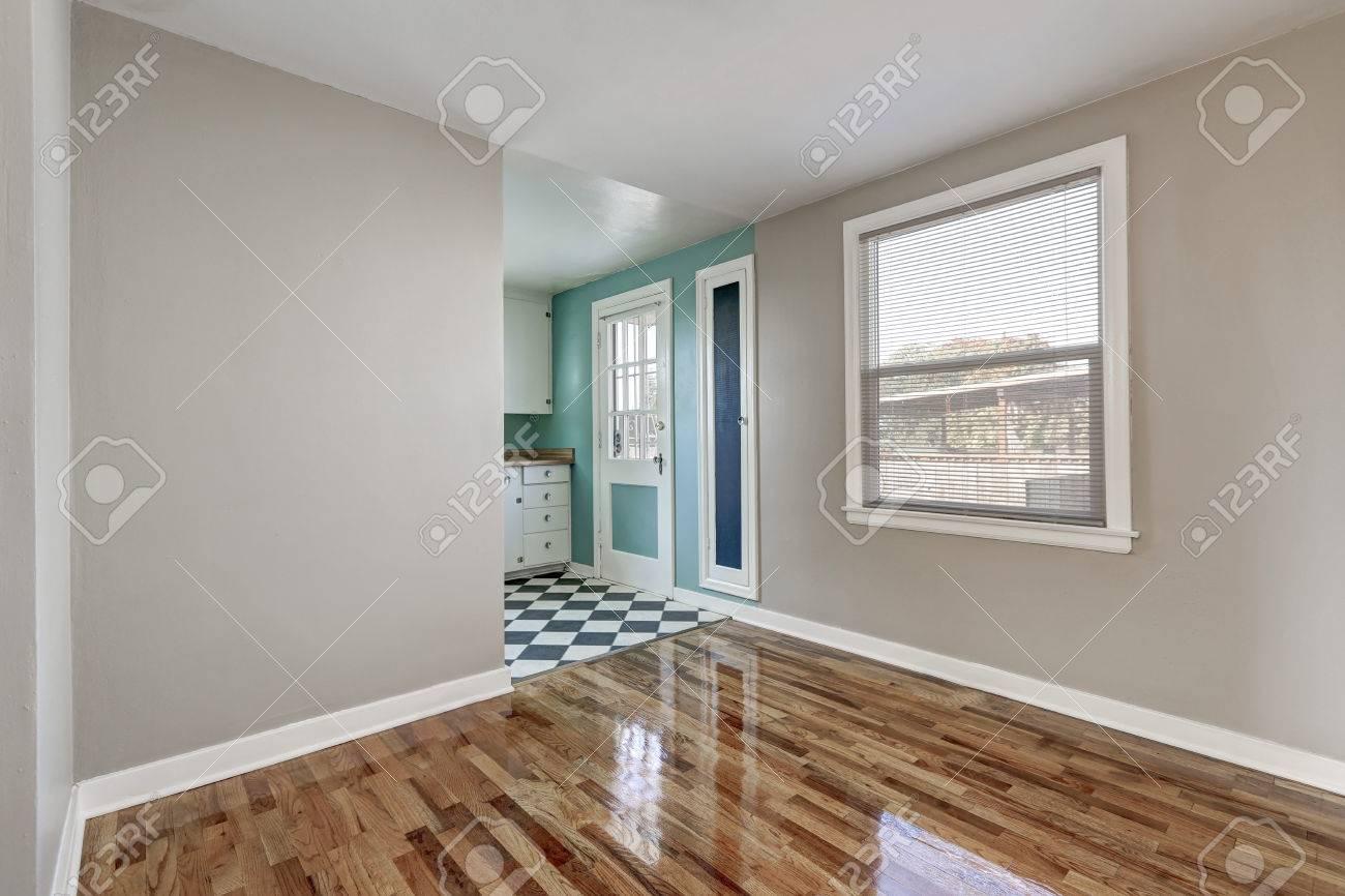 Full Size of Empty Beige Room With Hardwood Floor In Old Empty House Küche Küche Mintgrün