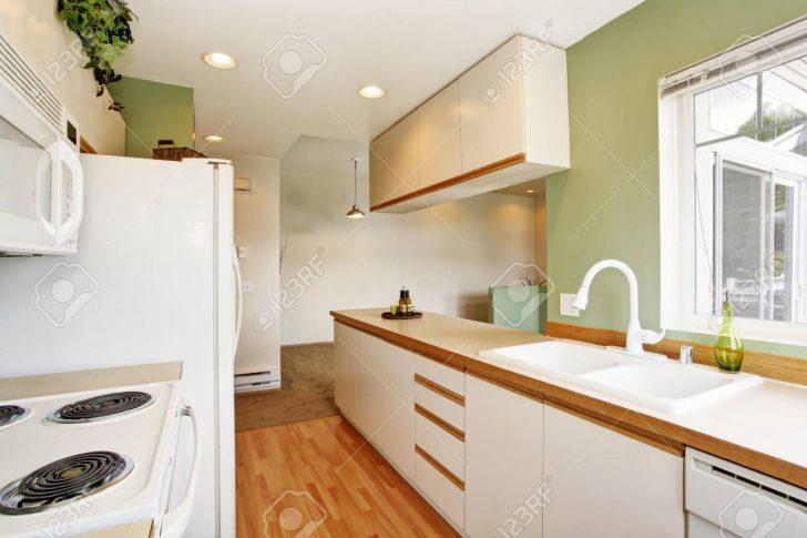 Medium Size of Simple Mint Kitchen Interior In Empty House Küche Küche Mintgrün