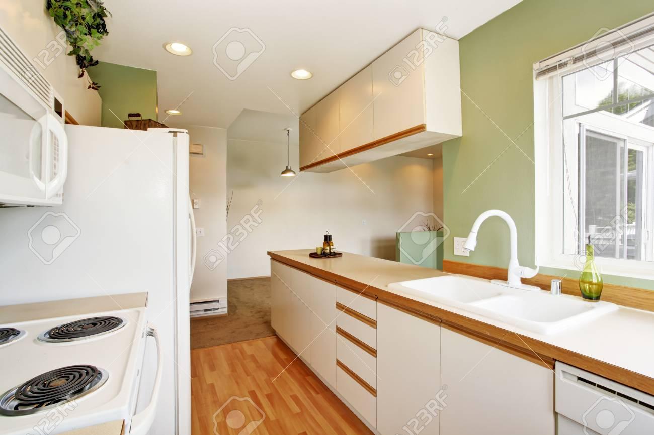 Full Size of Simple Mint Kitchen Interior In Empty House Küche Küche Mintgrün