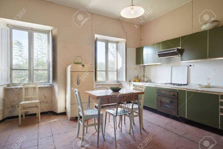 Medium Size of Old Kitchen In Country House Küche Landhausstil Küche
