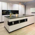 Küche Modern Weiss Küche Modern Flat White Kitchen With Cooking Island And Tv