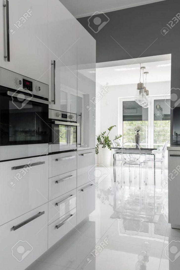 Medium Size of Modernly Equipped Clean Kitchen Küche Küche Modern Weiss