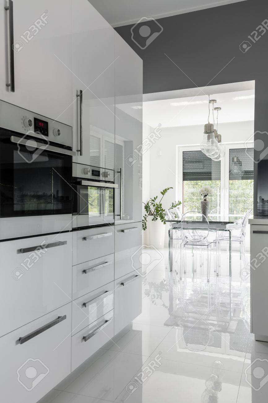 Full Size of Modernly Equipped Clean Kitchen Küche Küche Modern Weiss