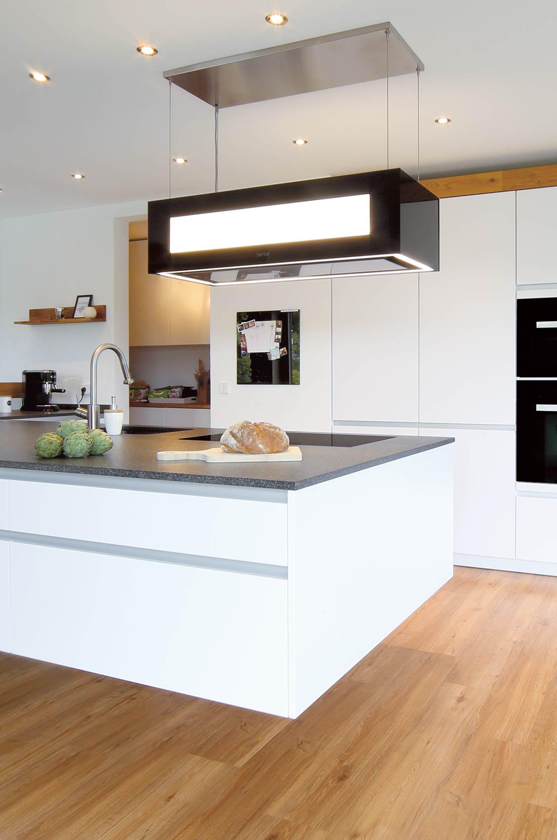 Küche U Form Modern Theke Mit Kleine Tresen Arbeitsplatte Zwangsbelüftung Fenster Nachrüsten ...