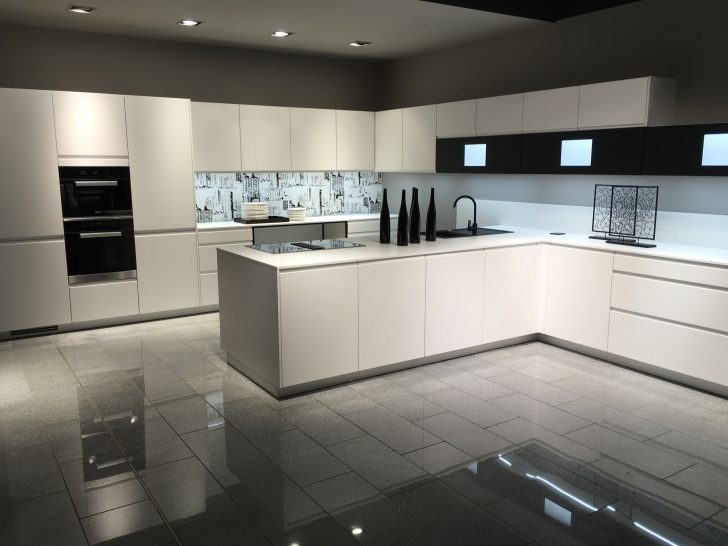 Medium Size of Küchenrückwand Dunkel Küchenrückwand Eiche Küche Nischenrückwand Wie Hoch Rückwand Küche Montage Küche Nischenrückwand Küche