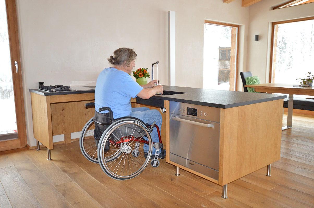 Full Size of Behindertengerechte Küche Küchen Regal Kleiner Tisch Bartisch Bodenbelag Keramik Waschbecken Deckenlampe Umziehen Billig Alno Hängeschrank Glastüren Küche Behindertengerechte Küche
