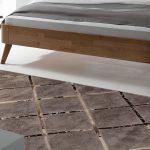 Teppich Schlafzimmer Schlafzimmer Hochwertiger Teppich In Elegantem Design Square Bettende Deckenlampe Schlafzimmer Regal Rauch Kommode Wandleuchte Komplett Mit Lattenrost Und Matratze