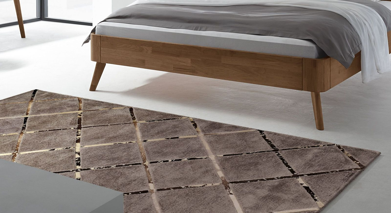 Full Size of Hochwertiger Teppich In Elegantem Design Square Bettende Deckenlampe Schlafzimmer Regal Rauch Kommode Wandleuchte Komplett Mit Lattenrost Und Matratze Schlafzimmer Teppich Schlafzimmer