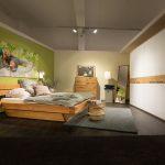 Massivholz Schlafzimmer Schlafzimmer Massivholz Schlafzimmer Natura New Jersey Bett Eiche Gardinen Deckenleuchte Sessel Esstisch Wandlampe Regal Für Nolte Mit überbau Wiemann Weiss Betten