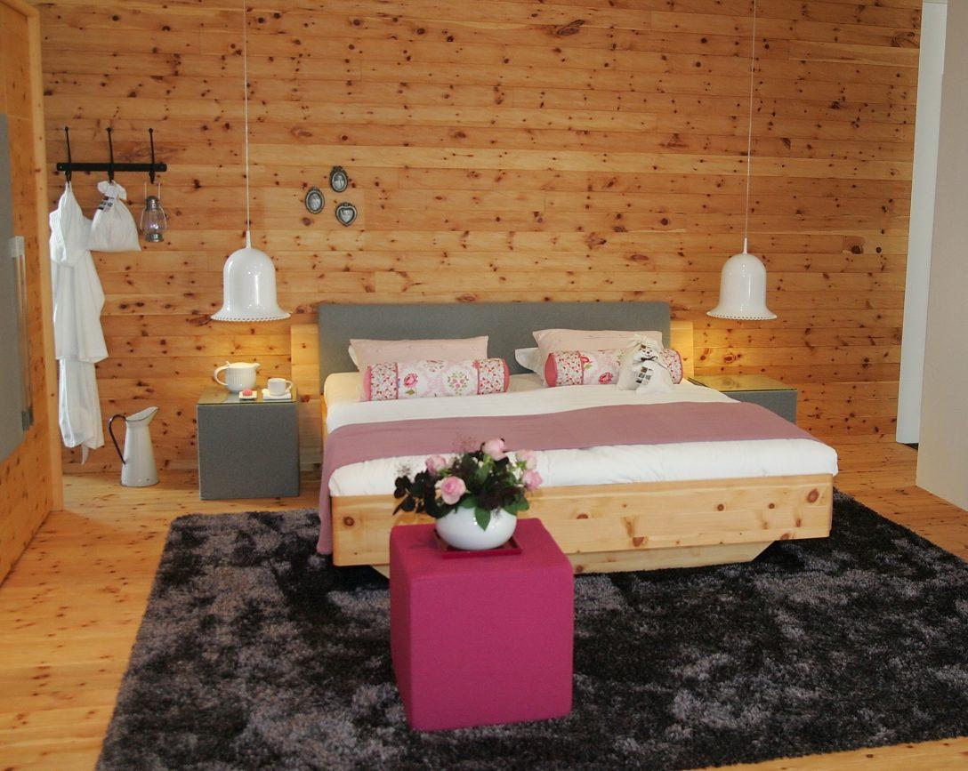 Large Size of Schlafzimmer Regal Komplettes Massivholz Sessel Kommode Wandtattoo Eckschrank Teppich Mit überbau Lampe Deckenleuchten Wandbilder Stuhl Weiß Günstige Schlafzimmer Romantische Schlafzimmer