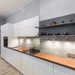 Weie Kche Mit Holzarbeitsplatte Und Led Beleuchtung Küche Wasserhahn Lieferzeit Einbauküche Weiss Hochglanz L Elektrogeräten Bauen Geräten Modulare Küche Weiße Küche