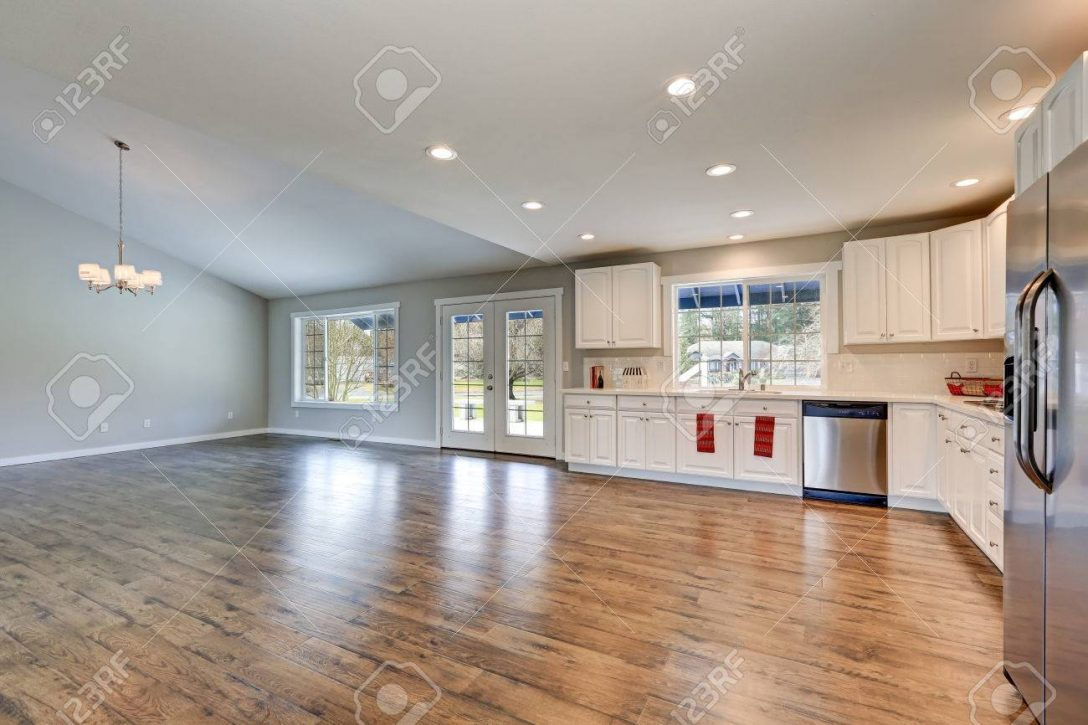 Large Size of Spacious Rambler Kitchen Interior With Vaulted Ceiling Küche Laminat In Der Küche