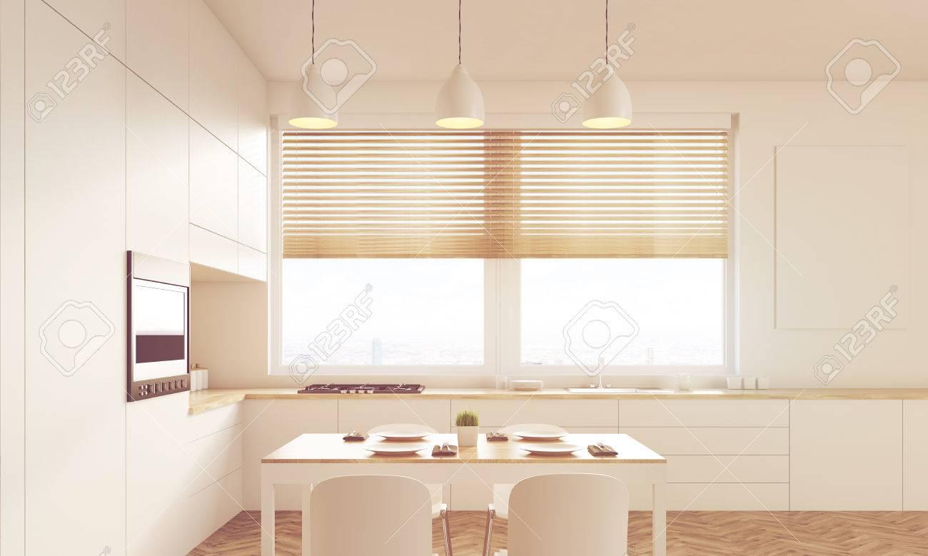Full Size of Innen Sonnenbeschienenem Kche Mit Schattierten Fenster Abfalleimer Küche Rückwand Glas Gebraucht Sitzgruppe Polsterbank Einrichten Schrankküche Küche Tresen Küche