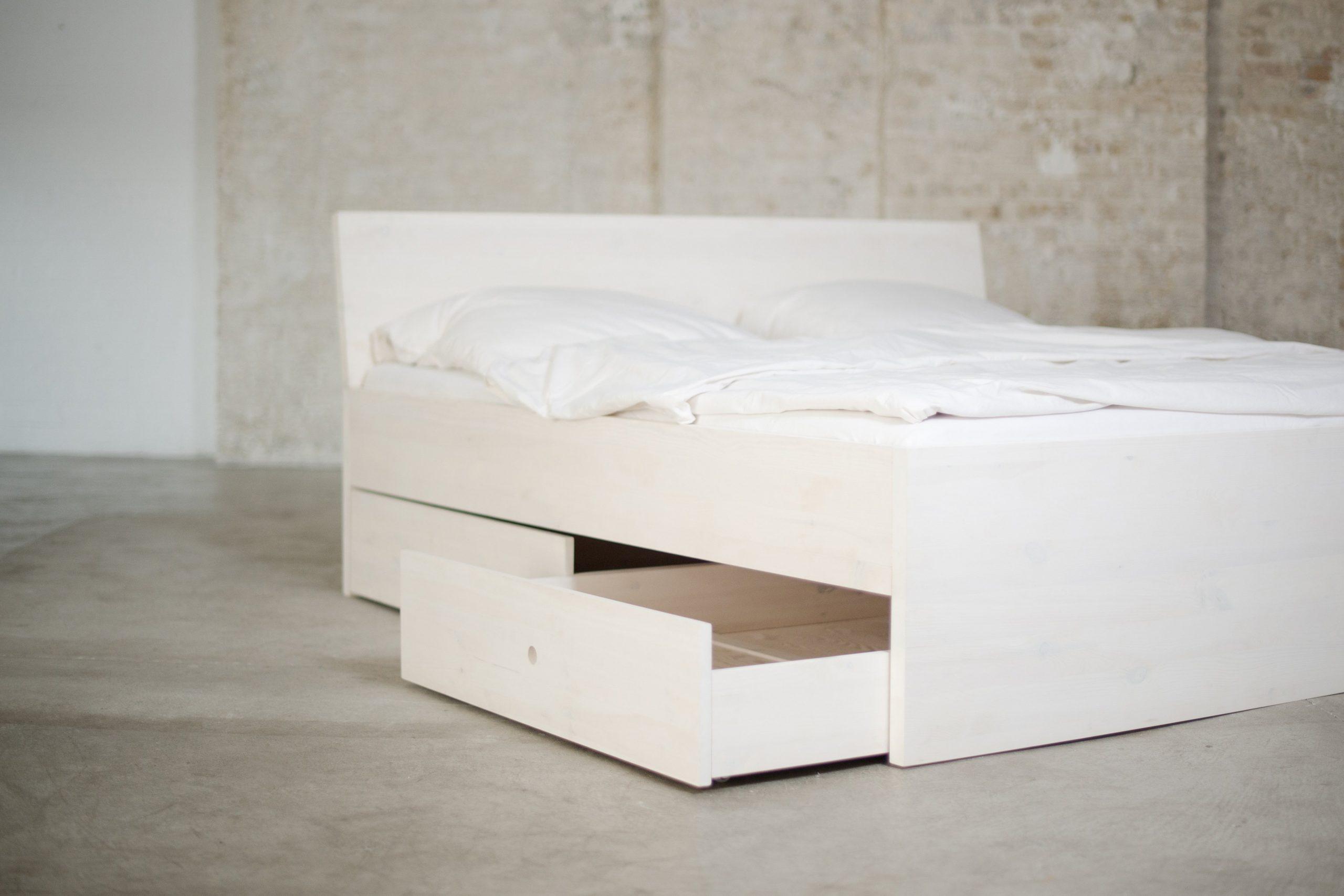 Full Size of Stauraumbett Aus Massivholz Mit Bettksten Und Allem Drum Dran Weißes Bett 90x200 Kopfteile Für Betten Weiße Regale Gebrauchte Weißer Esstisch Somnus Bock Bett Weiße Betten