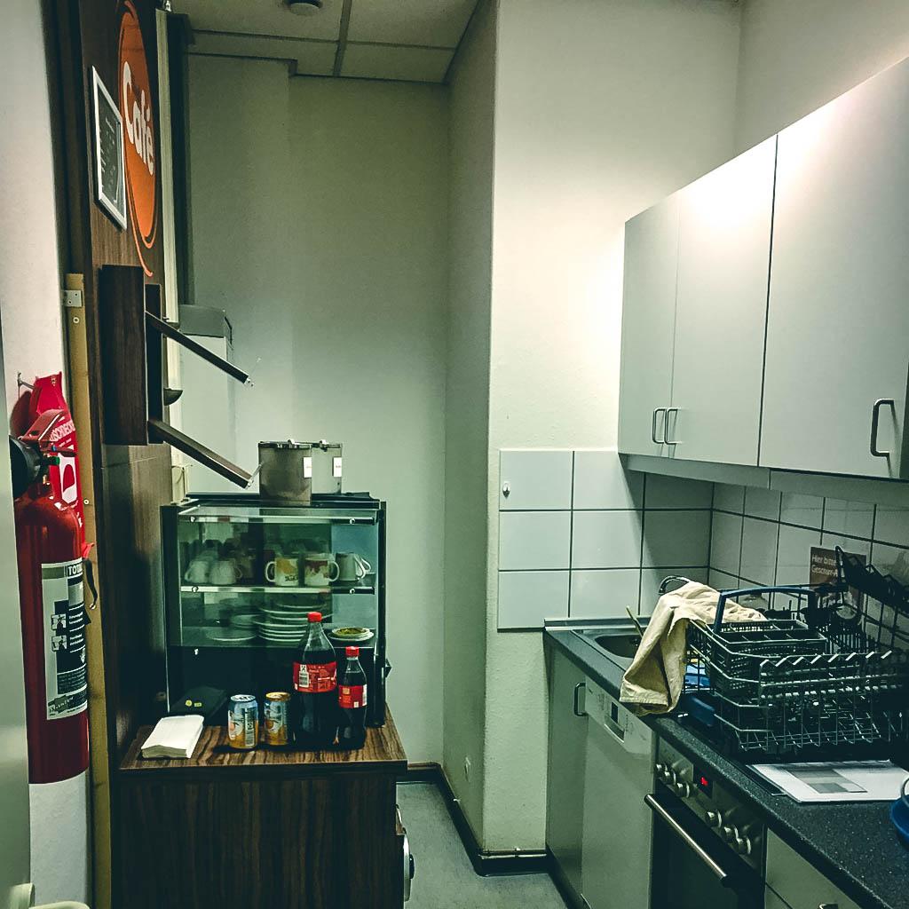 Full Size of Muss Ich Die Büroküche Putzen Büroküche Inwerk Büro Küche Architektur Büro Küche Ohne Kochfeld Küche Büroküche