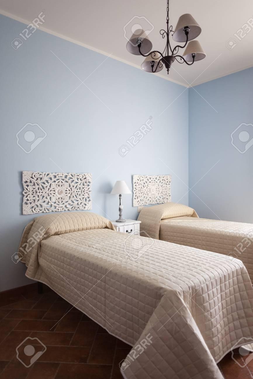 Full Size of Schlafzimmer Lampe Ein Luxurises Mit Einer Ber Bett Wandlampe Komplett Lattenrost Und Matratze Schränke Wohnzimmer Lampen Weiss Esstisch Stuhl Für Schlafzimmer Schlafzimmer Lampe