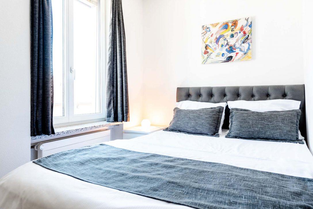 Large Size of Standard Studio Mit Kingsize Bett Iq130hotel Weiß 180x200 Dänisches Bettenlager Badezimmer Matratze Und Lattenrost 120x200 Bettkasten Schlafzimmer Set Bett King Size Bett