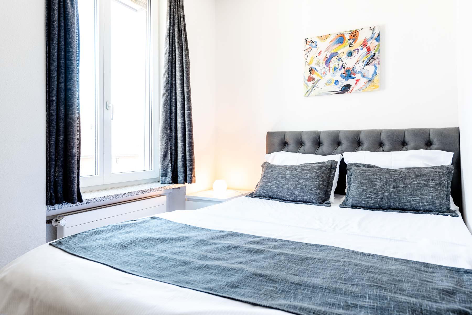 Full Size of Standard Studio Mit Kingsize Bett Iq130hotel Weiß 180x200 Dänisches Bettenlager Badezimmer Matratze Und Lattenrost 120x200 Bettkasten Schlafzimmer Set Bett King Size Bett