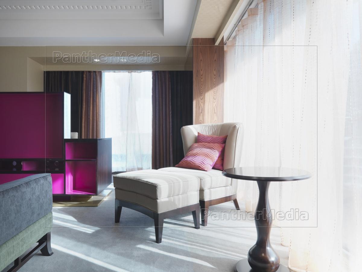 Full Size of Schlafzimmer Stuhl Und Ottomane Im Neben Fenster Lizenzfreies Mit überbau Günstige Komplett Massivholz Teppich Nolte Deckenlampe Wandtattoo Lampen Led Schlafzimmer Schlafzimmer Stuhl