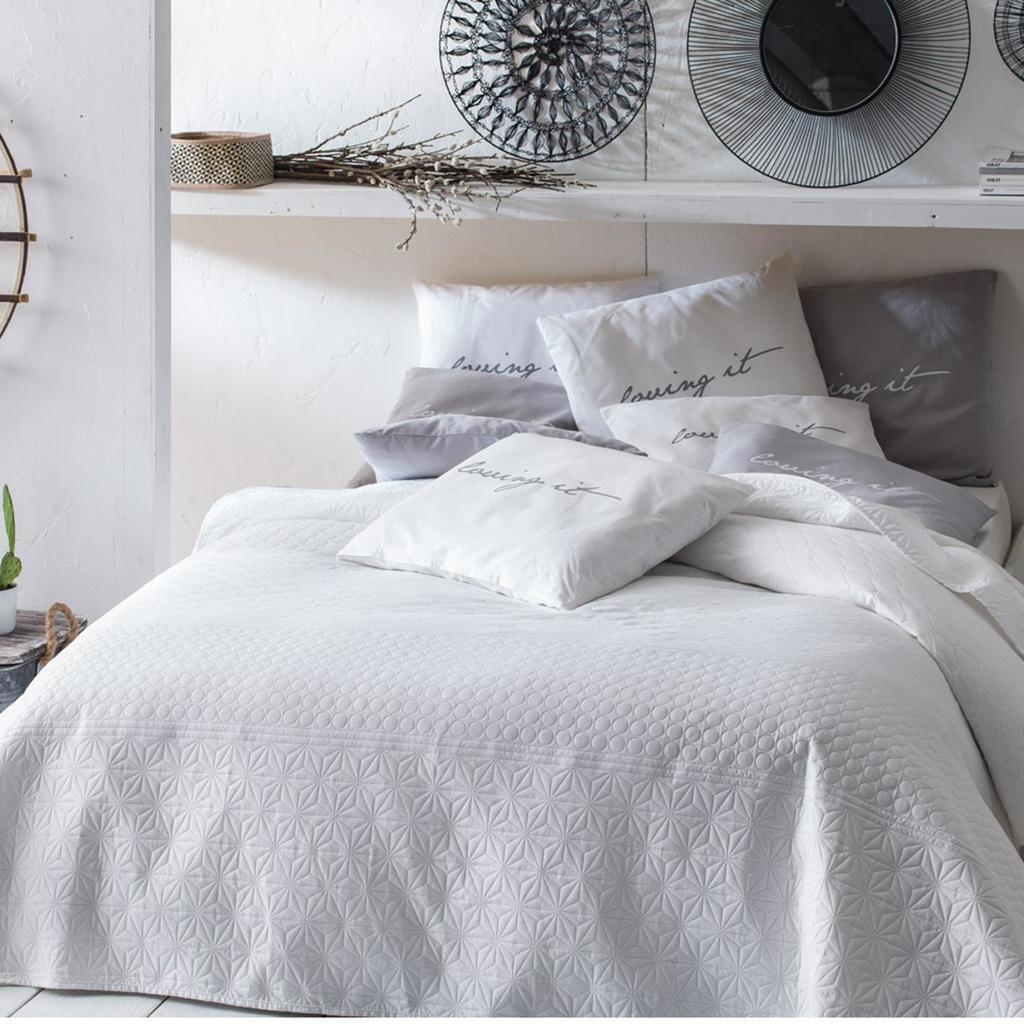 Full Size of Tagesdecken Für Betten Tagesdecke Bett Sofaberwurf Gesteppt 170cm 2 Real Regal Kleidung Dänisches Bettenlager Badezimmer übergewichtige Mit Aufbewahrung Bett Tagesdecken Für Betten