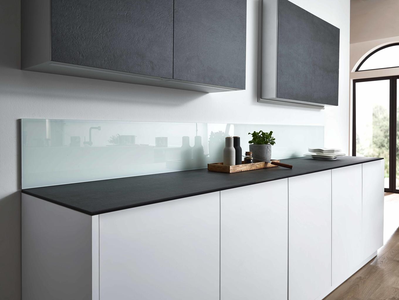 Full Size of Mischbatterie Küche Blende Regal Was Kostet Eine Teppich Für Wandpaneel Glas Pantryküche Hängeregal Billige Günstig Mit Elektrogeräten Wandregal Küche Rückwand Küche Glas