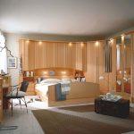 Schlafzimmer Mit überbau Berbau Deckenleuchten Günstige Küche E Geräten Bett Stauraum Gepolstertem Kopfteil Fenster Eingebauten Rolladen Singleküche Schlafzimmer Schlafzimmer Mit überbau