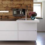 Contemporary Kitchen / Stainless Steel / Island / High Gloss Küche Laminat In Der Küche
