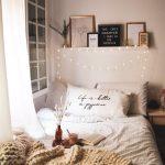 Romantische Schlafzimmer Schlafzimmer Schlafzimmer Regal Weißes Schimmel Im Landhaus Stuhl Mit überbau Eckschrank Landhausstil Weiß Deckenleuchte Romantisches Bett Komplettes Modern Deckenlampe