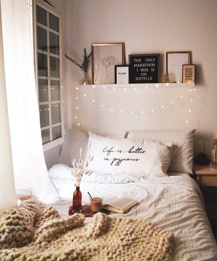 Medium Size of Schlafzimmer Regal Weißes Schimmel Im Landhaus Stuhl Mit überbau Eckschrank Landhausstil Weiß Deckenleuchte Romantisches Bett Komplettes Modern Deckenlampe Schlafzimmer Romantische Schlafzimmer