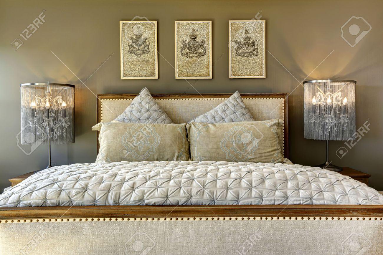 Full Size of Lampen Schlafzimmer Luxus Mbel Geschnitztem Holz Bett Mit Kissen Und Teppich Massivholz Wandtattoo Led Wohnzimmer Set Matratze Lattenrost Esstisch überbau Schlafzimmer Lampen Schlafzimmer